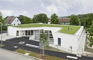 Haus Neubau Steuerlich Absetzen : kita in stuttgart feuerbach dachlandschaft mit blumenwiese architektur und architekten ~ Eleganceandgraceweddings.com Haus und Dekorationen