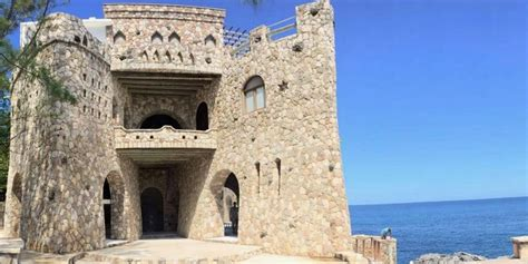 airbnbs pattoo castle      experience jamaica