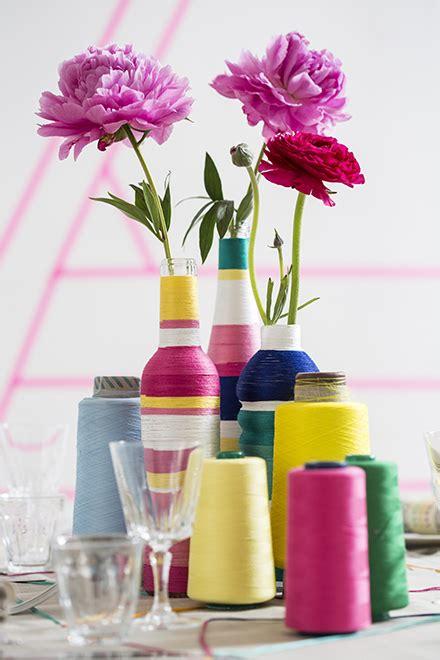 vasi con bottiglie plastica decorare vasi e bottiglie di vetro con il filo riciclo