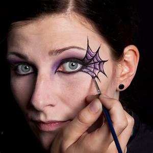 Schminken Zu Halloween : schminken spinnennetz ~ Frokenaadalensverden.com Haus und Dekorationen