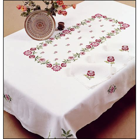nappe a broder point de croix bagatelle nappe rectangulaire imprim 233 e point de croix