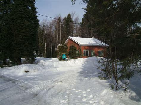 chalet a louer saison hiver le pin blanc chalet 224 louer lanaudi 232 re chalets d 201 m 233 lie