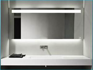 Moderne Badezimmer Beleuchtung : badezimmer spiegel beleuchtung die praktisch sinnvolle notwendigkeit ~ Sanjose-hotels-ca.com Haus und Dekorationen