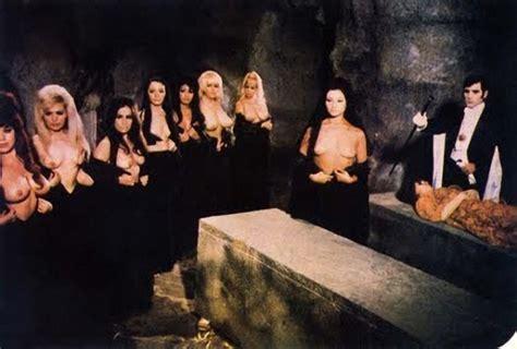foto de chicas desnudas vampiro