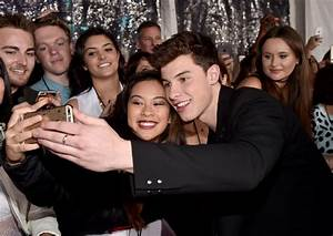 Shawn Mendes Photos Photos - DailyMail.com at the 2016 ...