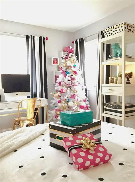decorating  teen room  christmas black white gold