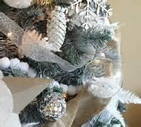 garten und landschaftsbau saarbrã cken 1001 ideen für weihnachtsbaum schmücken weiß und silber als tannenbaumdekoration