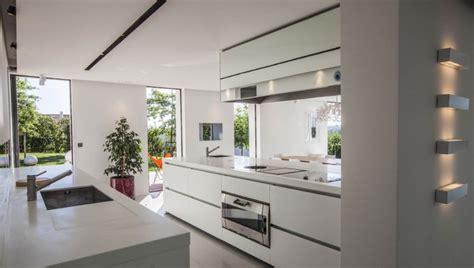 villa cuisine location villa contemporaine avec piscine au pays basque