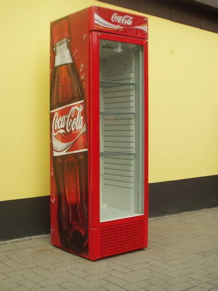 coca cola kühlschrank groß flaschenk 252 hlschrank kaufen g 252 nstige k 252 che mit e ger 228 ten