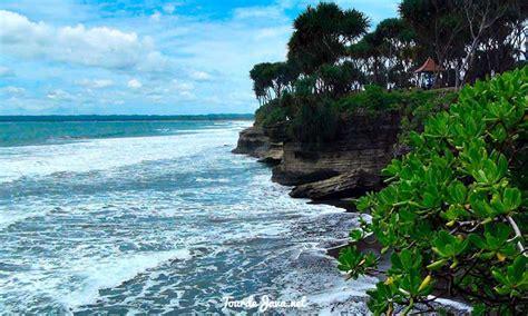 batu hiu pantai karang  pangandaran wisata pulau jawa