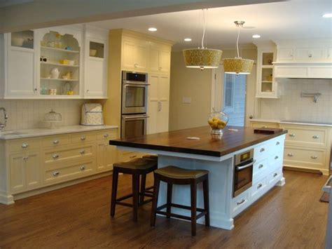 what is the best color for kitchen appliances colors of cabinetry bm barley 199 bm mascarpone af 20 9927
