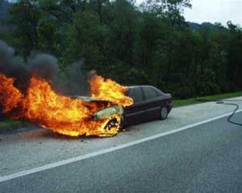 wann explodiert ein brennendes auto  bis