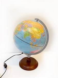 Lampe Globe Terrestre : globe terrestre lumineux avec syst me solaire brocnshop ~ Teatrodelosmanantiales.com Idées de Décoration