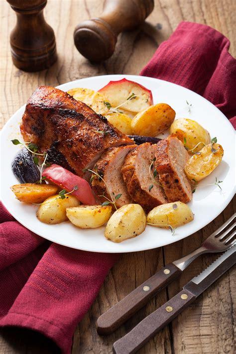 cuisine rouelle de porc recette rouelle de porc braisée aux oignons ou caqhuse
