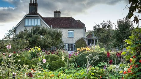 house and garden uk charleston home of the bloomsbury in sussex firle