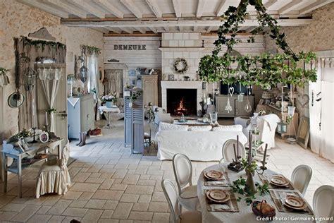 chambre avec lambris grange en touraine pierres de parement bois cérusé