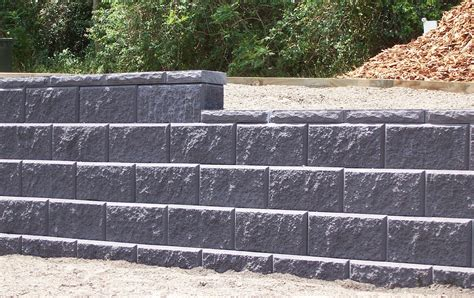 cinder block retaining wall cinder block wall design inexpensive concrete block retaining wall design home design ideas
