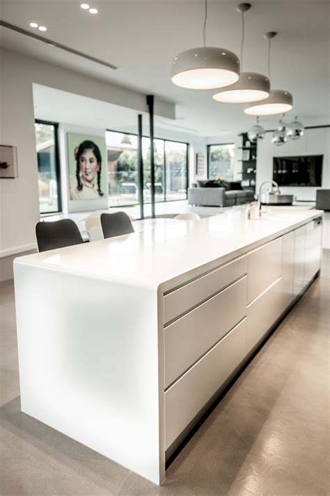 Beautiful Curves in the Kitchen   Corian
