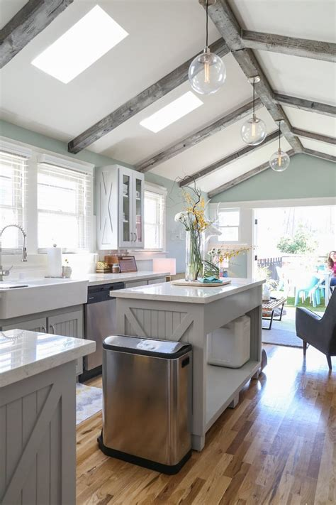 Simple Minimalist High Vaulted Ceiling Kitchen Design With