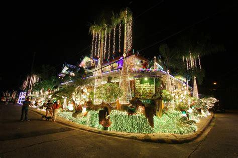 beautiful christmas light decorations   world