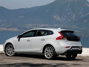 Fiabilité Volvo V40 : essai vid o volvo v40 faux break vraie compacte ~ Gottalentnigeria.com Avis de Voitures