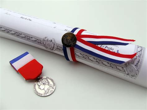 siege auto médaille d 39 honneur du travail pratique fr
