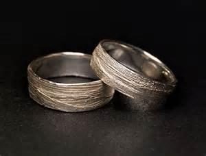 alexandra baum design frankfurt struktur ring naturmaterial gras silber gold trauringe - Design Trauringe