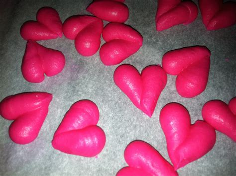 The Iced Queen Piping Hearts With Tip 8