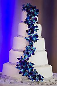 Fresh Blue Dendrobium Orchids on my wedding cake ...