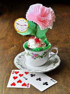 DIY Alice in Wonderland Theme Bridal Shower Favor | Mad ...