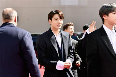 btss jungkook reportedly   sweet response