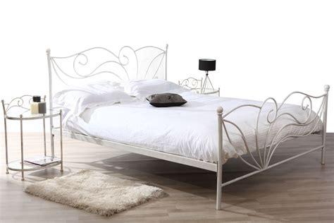 chambre baroque pas cher lit pas cher miliboo lit 160x200 baroque blanc venezia
