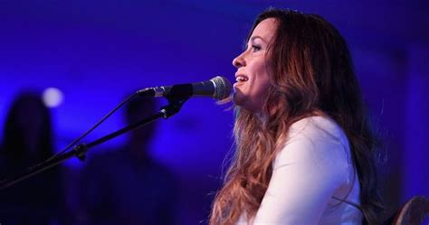 Alanis Morissette is coming to Ireland for two concerts ...