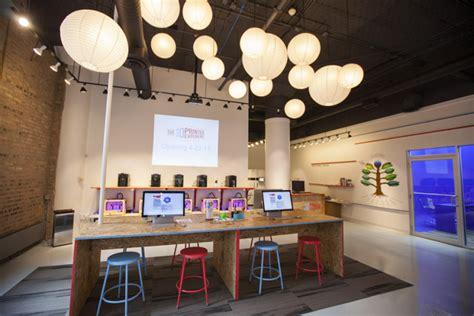 chicago  printing shop opens  business timecom