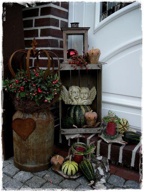 holzkisten weihnachtlich dekorieren alte milchkanne bilder und fotos landhausdeko weihnachtsdeko hauseingang alte
