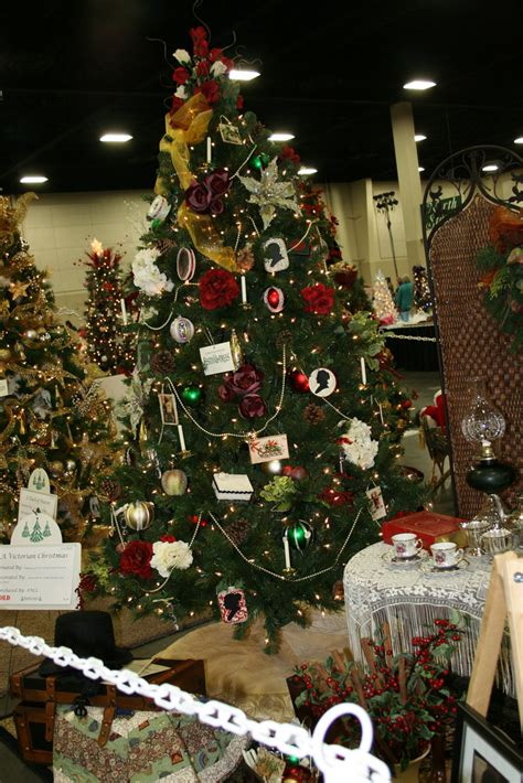 ideas for classic christmas tree decorations happy ideas for christmas decoration design happy