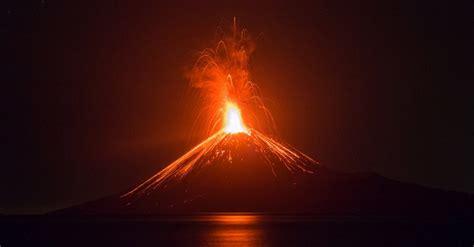 gunung anak krakatau erupsi    jumat hingga