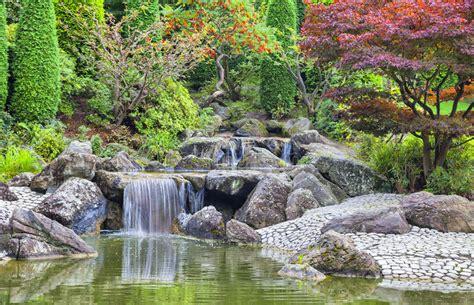 Japanischer Garten Bonn Preise kaskadenwasserfall im japanischen garten in bonn stockbild