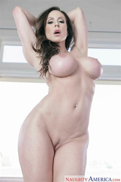 Radiant Milf Porn Actress Shows Her Big Round Tits