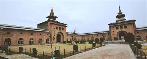 jama masjid srinagar biggest mosque  kashmir valley