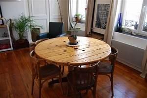 Reel dining table table touret o recyclart for Deco cuisine pour grande table ronde en bois