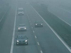 Warum Beschlagen Scheiben : autofahrer sch tzen geschwindigkeit bei nebel falsch ein arbeitsschutz haufe ~ Buech-reservation.com Haus und Dekorationen