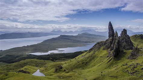 old man of storr isle of skye scotland [2048x1152] by