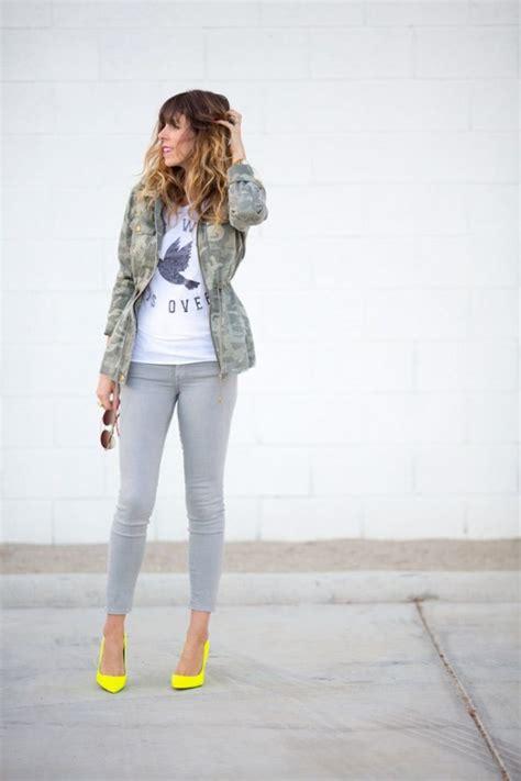 13 Maneras coquetas de usar jeans grises