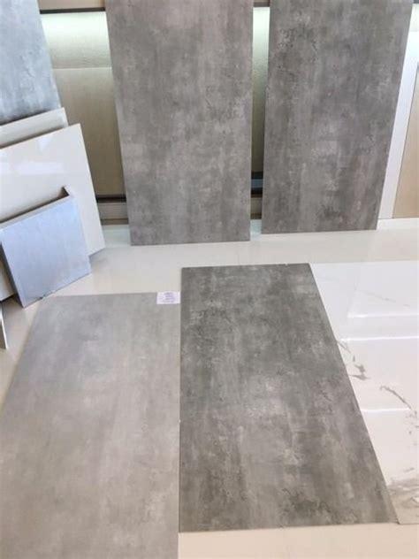 porcelanato gris cemento alisado pisos    men cave