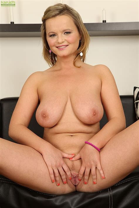 Alluring Jenny Loy Undress And Caress Her Beaver MILF Fox