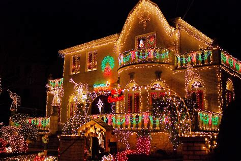 holiday lights in delaware nyc nyc brooklyn 39 s dyker heights home christmas light