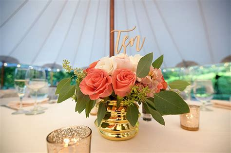 6 Tips to Keeping Your Centerpieces Chic Wedding table