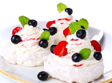 individual pavlovas with berries cookstr