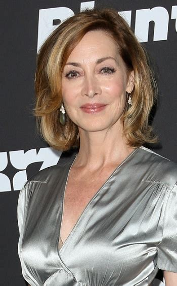 hairstyles sharon lawrence medium layered hairstyle